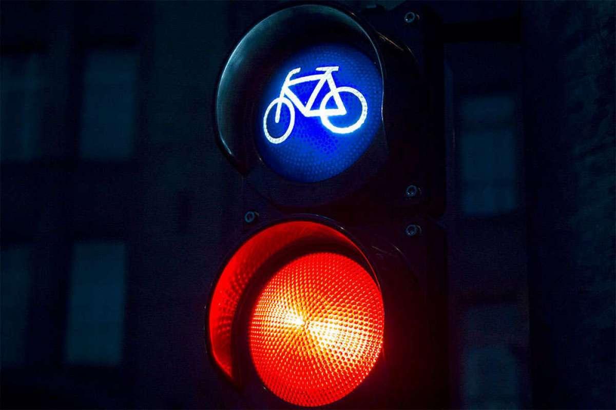 El Ayuntamiento de Madrid permitirá a los ciclistas girar a la derecha con el semáforo en rojo
