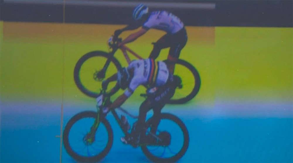 En TodoMountainBike: La 'Photo Finish' del ajustado sprint entre Nino Schurter y Anton Cooper en la Copa del Mundo XCO 2018 de Nové Město