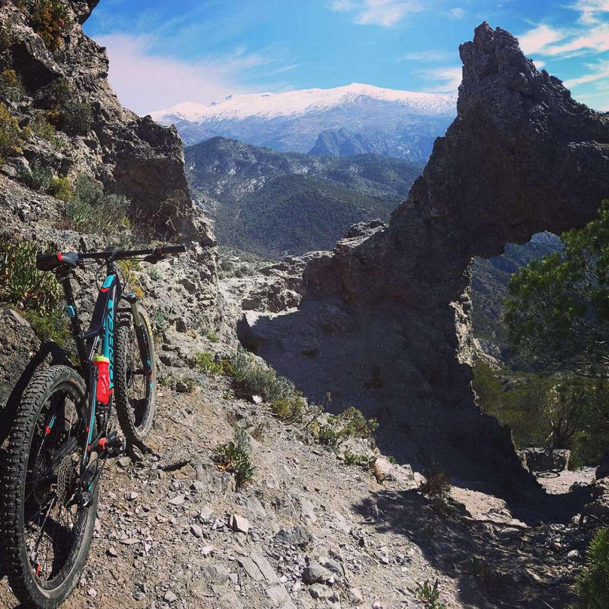 """La foto del día en TodoMountainBike: """"La Orbeatxu asomada a Sierra Nevada"""""""