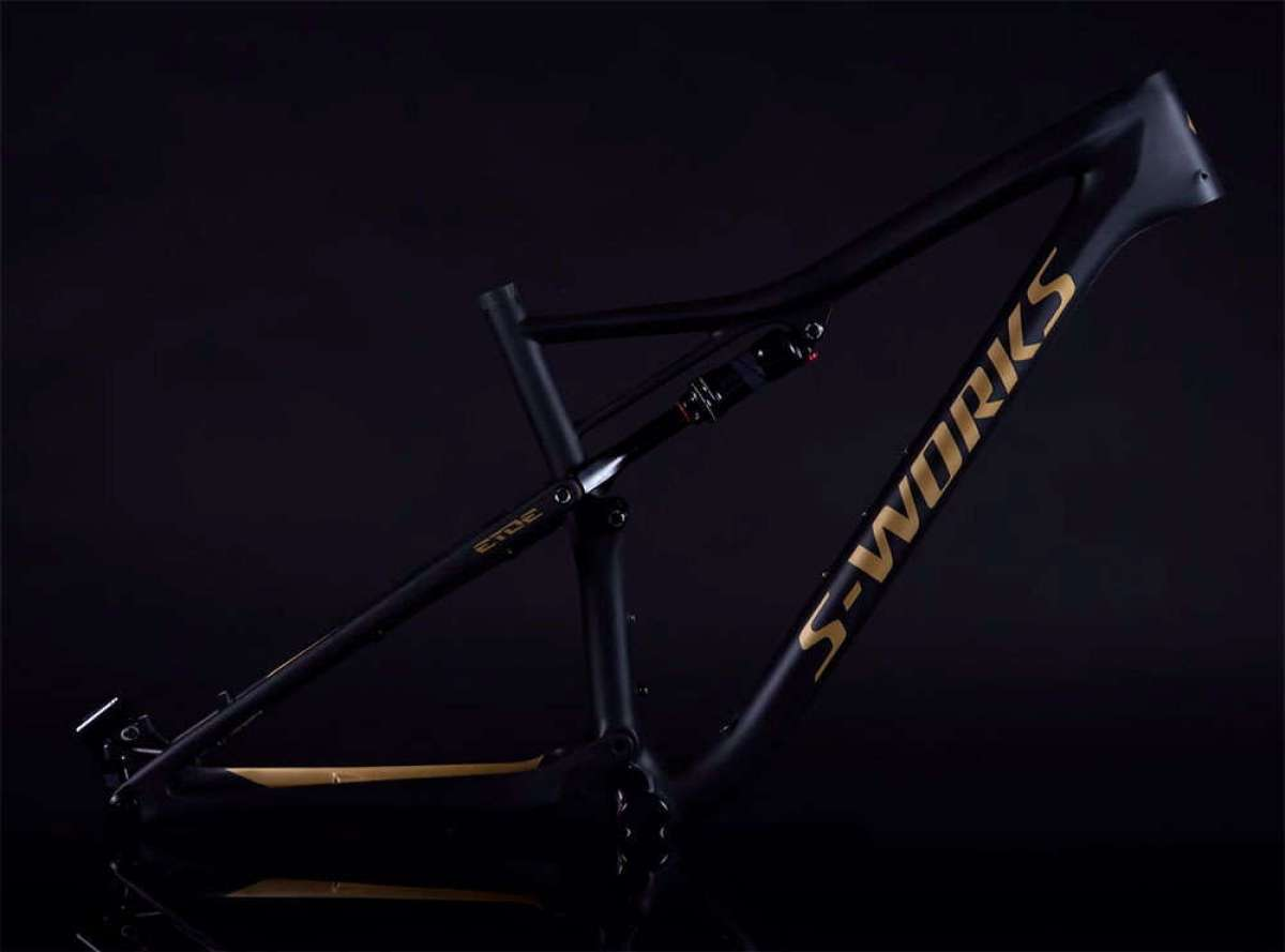 Así se pinta una Specialized S-Works Epic en versión SRAM Eagle Gold Edition