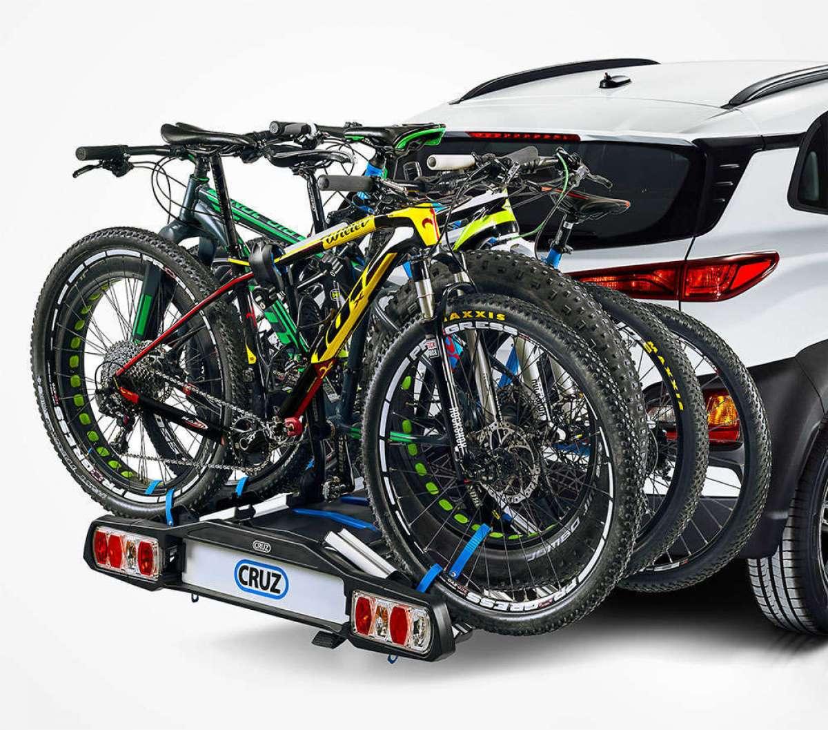 ¿Cómo llevar hasta cuatro bicicletas en el coche? Con el portabicicletas Cruz Pivot 4
