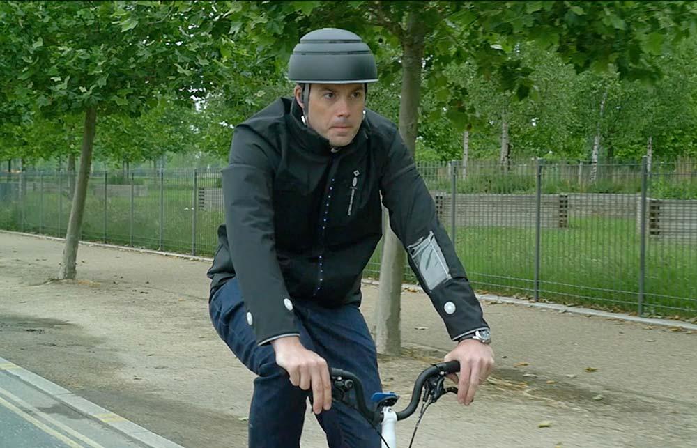 En TodoMountainBike: Ford desarrolla un concepto de chaqueta inteligente que indica a los ciclistas cuándo girar y avisa al resto de conductores