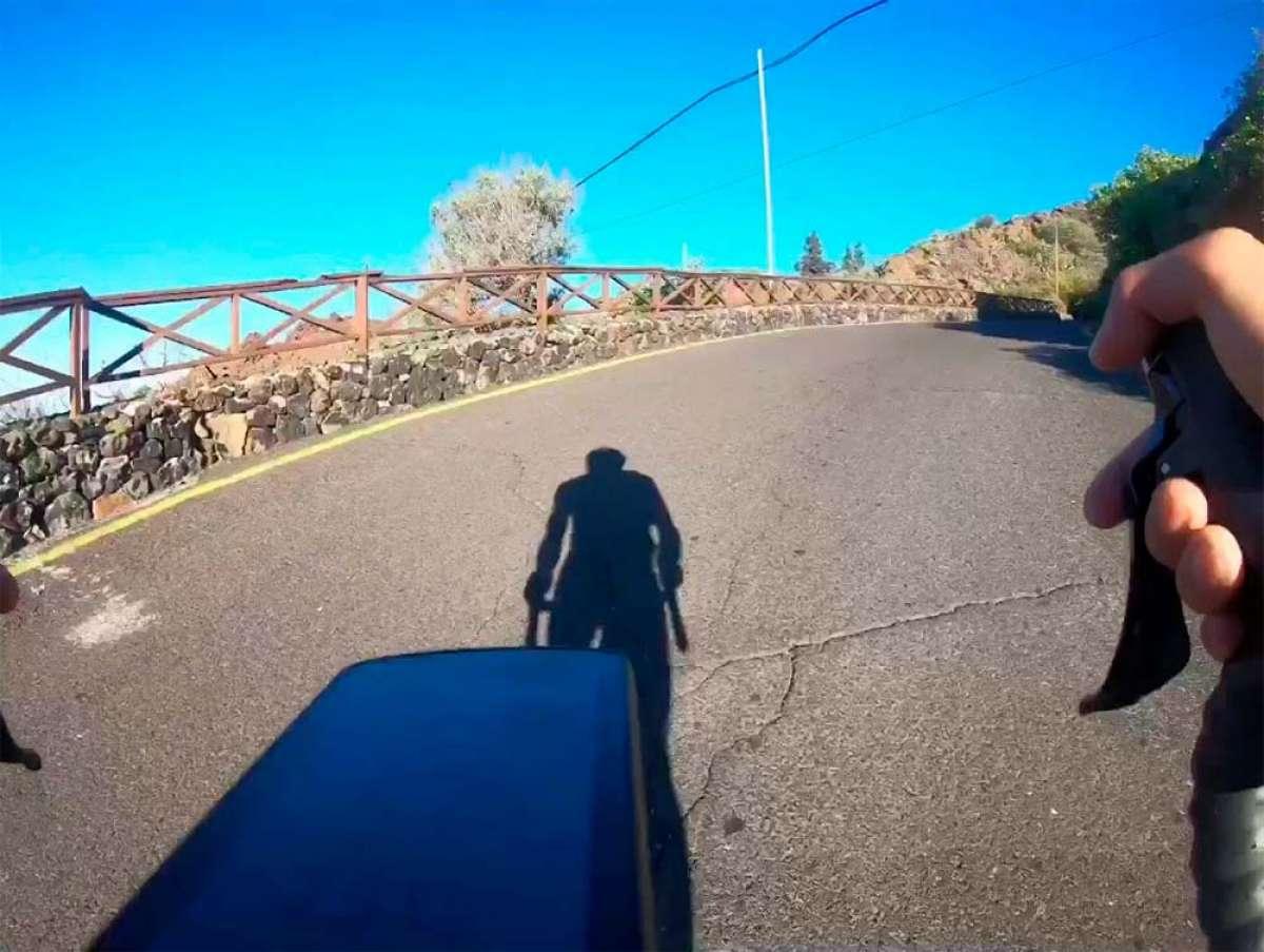 Subiendo el puerto de Chirche con Alberto Contador
