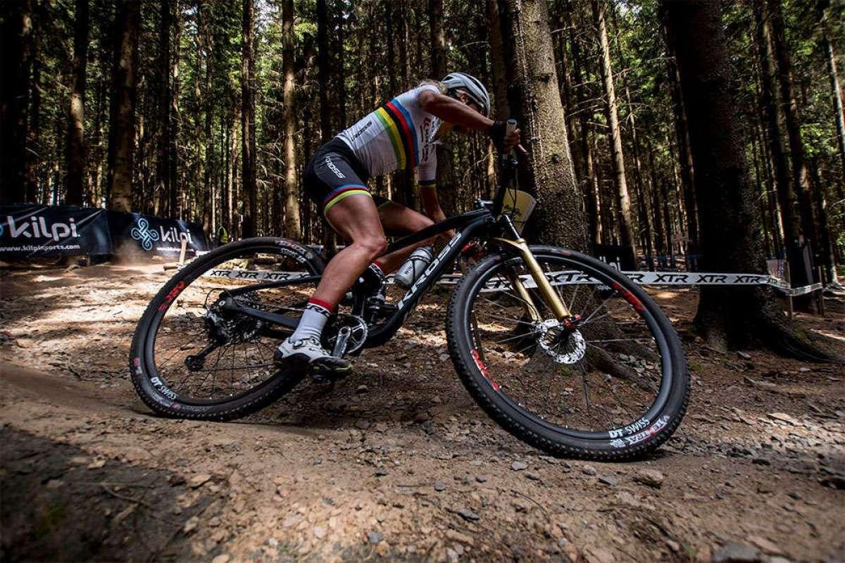 Copa del Mundo XCO 2018 de Nové Město: Annika Langvad aprovecha un error de Jolanda Neff para ganar al sprint