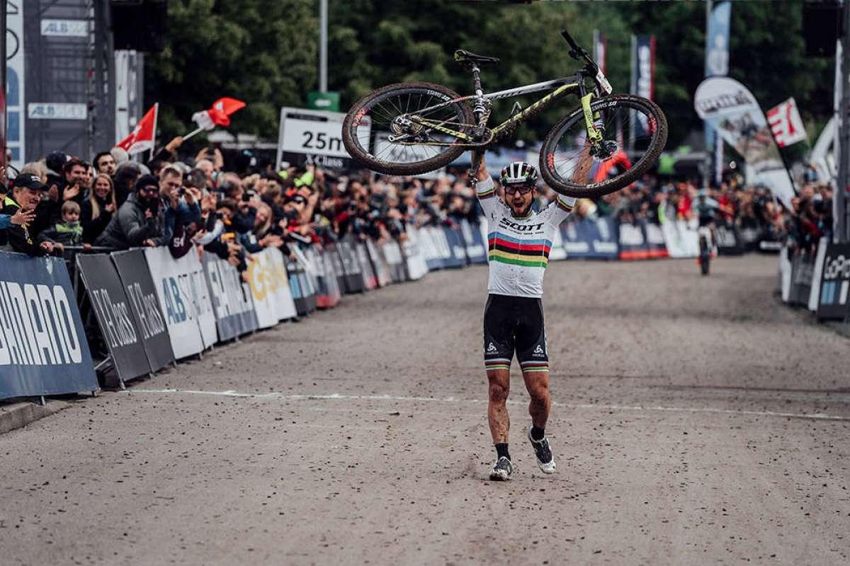 Nino Schurter y Jolanda Neff ganan con autoridad en la Copa del Mundo XCO 2018 de Albstadt