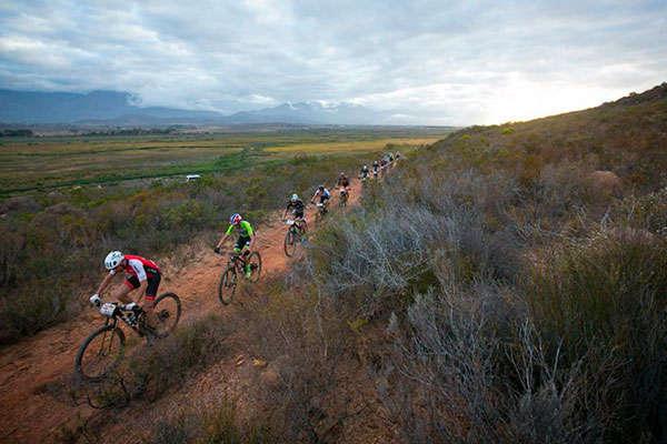 El Centurion Vaude se lleva la cuarta etapa de la Absa Cape Epic 2018, con Langvad y Courtney invictas