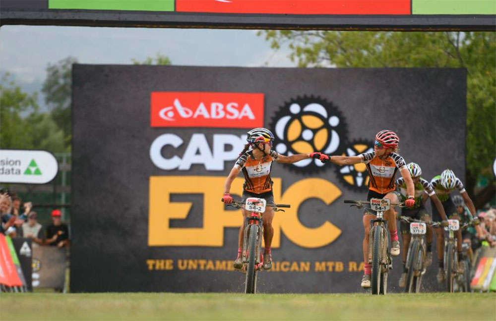 En TodoMountainBike: El Investec Songo Specialized, a una jornada de ganar por partida doble la Absa Cape Epic 2018