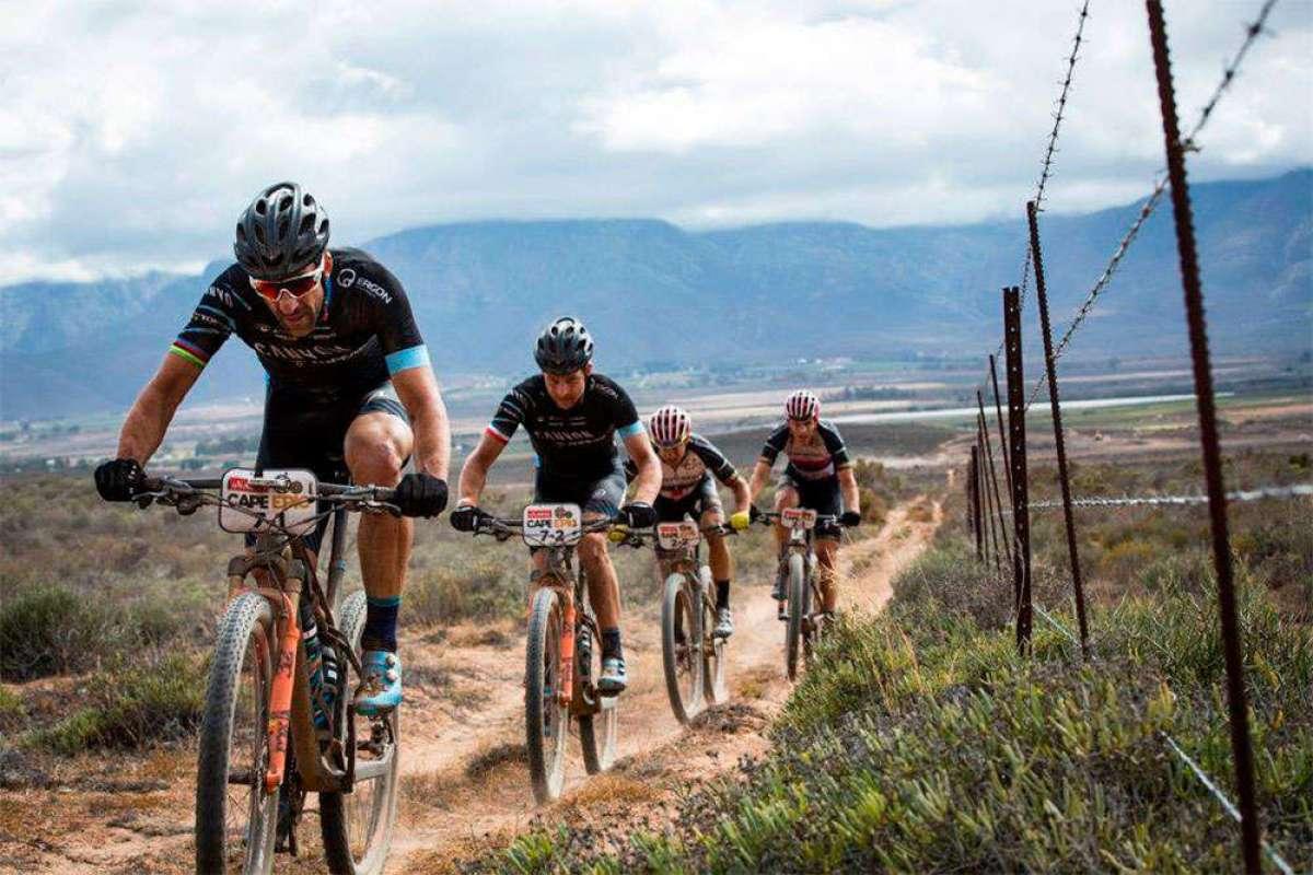 Tras la tercera etapa de la Absa Cape Epic 2018: Kulhavý y Grotts lideran la general y Langvad y Courtney siguen dominando