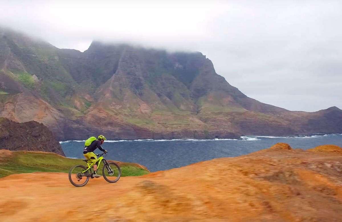 ¿Qué hubiera pasado si Robinson Crusoe hubiese encontrado una bicicleta? Jérôme Clementz tiene la respuesta
