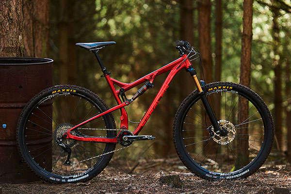 Saracen Traverse, la primera doble de la marca con geometría Trail y ruedas de 29 pulgadas