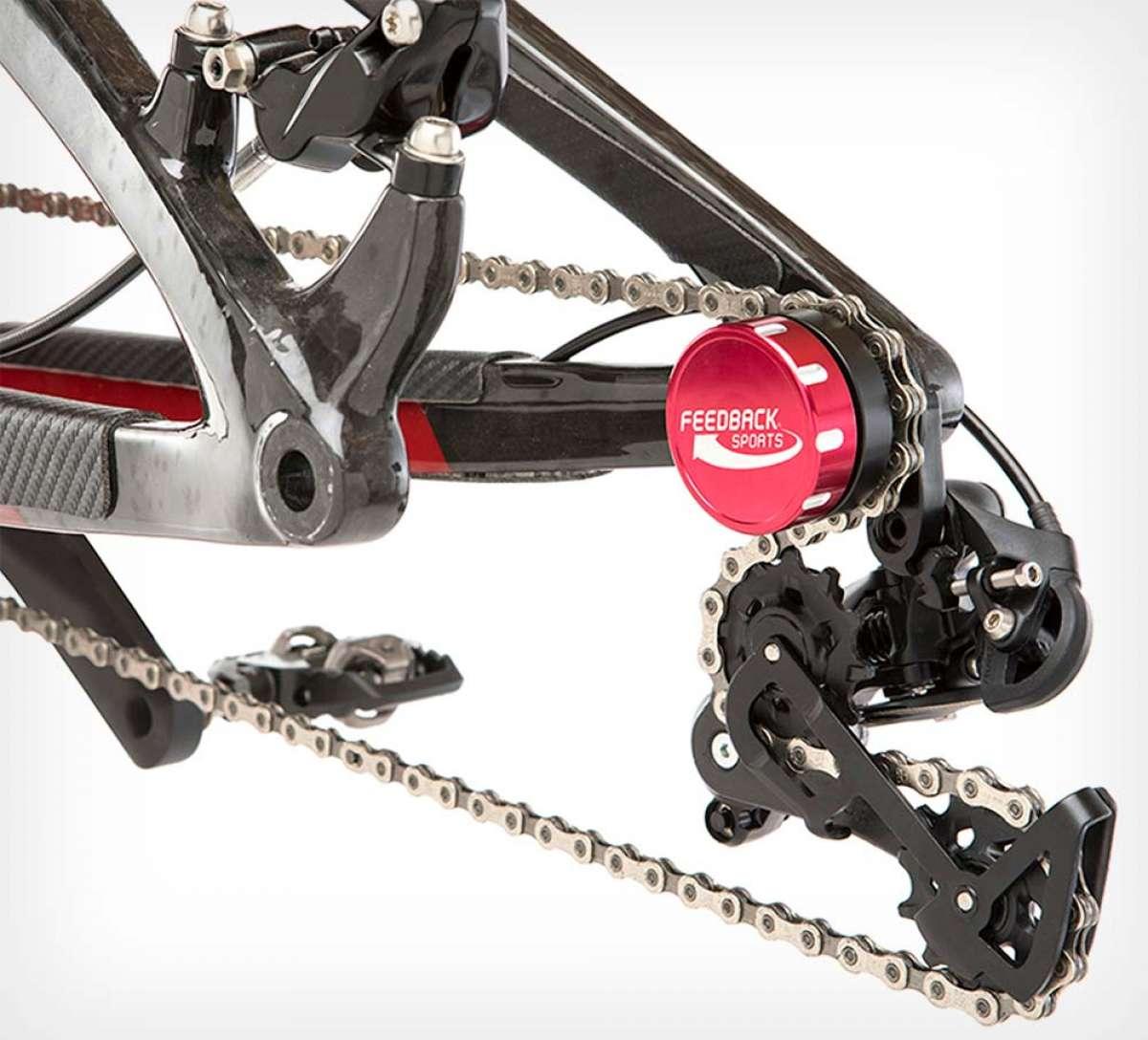 Soporte de cadena Feedback Sports, un accesorio que mantiene la cadena tensada con la rueda trasera desmontada