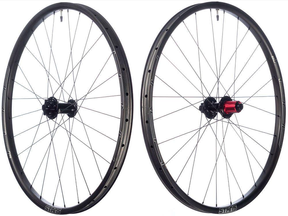 En TodoMountainBike: Llantas de carbono para las ruedas Stan's NoTubes Arch CB7 y Crest CB7