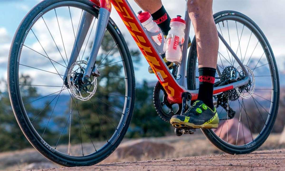 Stan's NoTubes Grail CB7, la rueda de carbono para Gravel más ligera del mercado