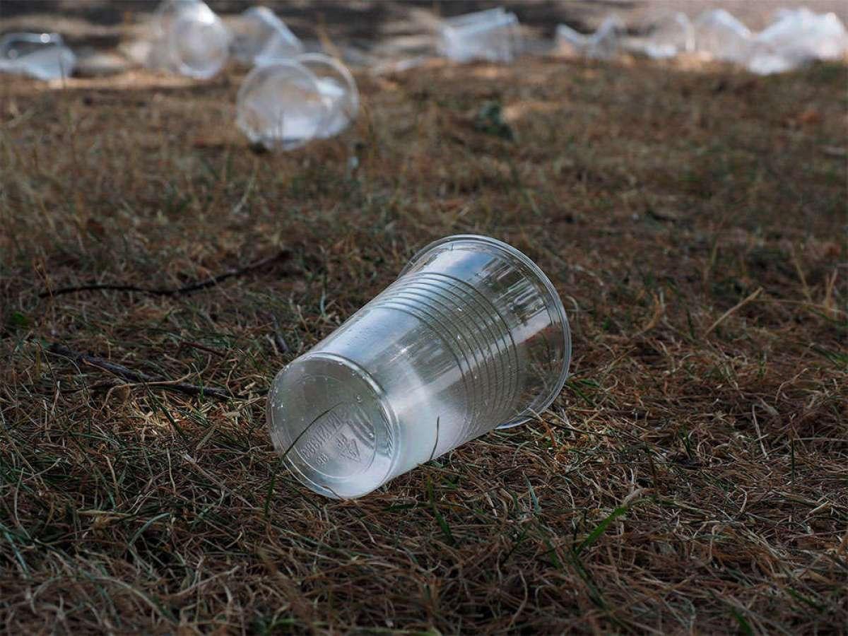 Para ciclistas guarretes: lo que tarda la naturaleza en degradar los residuos dejados por humanos