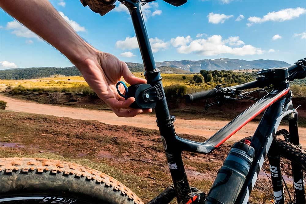 En TodoMountainBike: TRAX mtb, un práctico accesorio para remolcar una bicicleta desde la tija de otra bicicleta