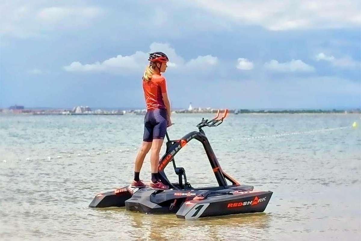 Red Shark, el trimarán para seguir haciendo ciclismo encima del agua