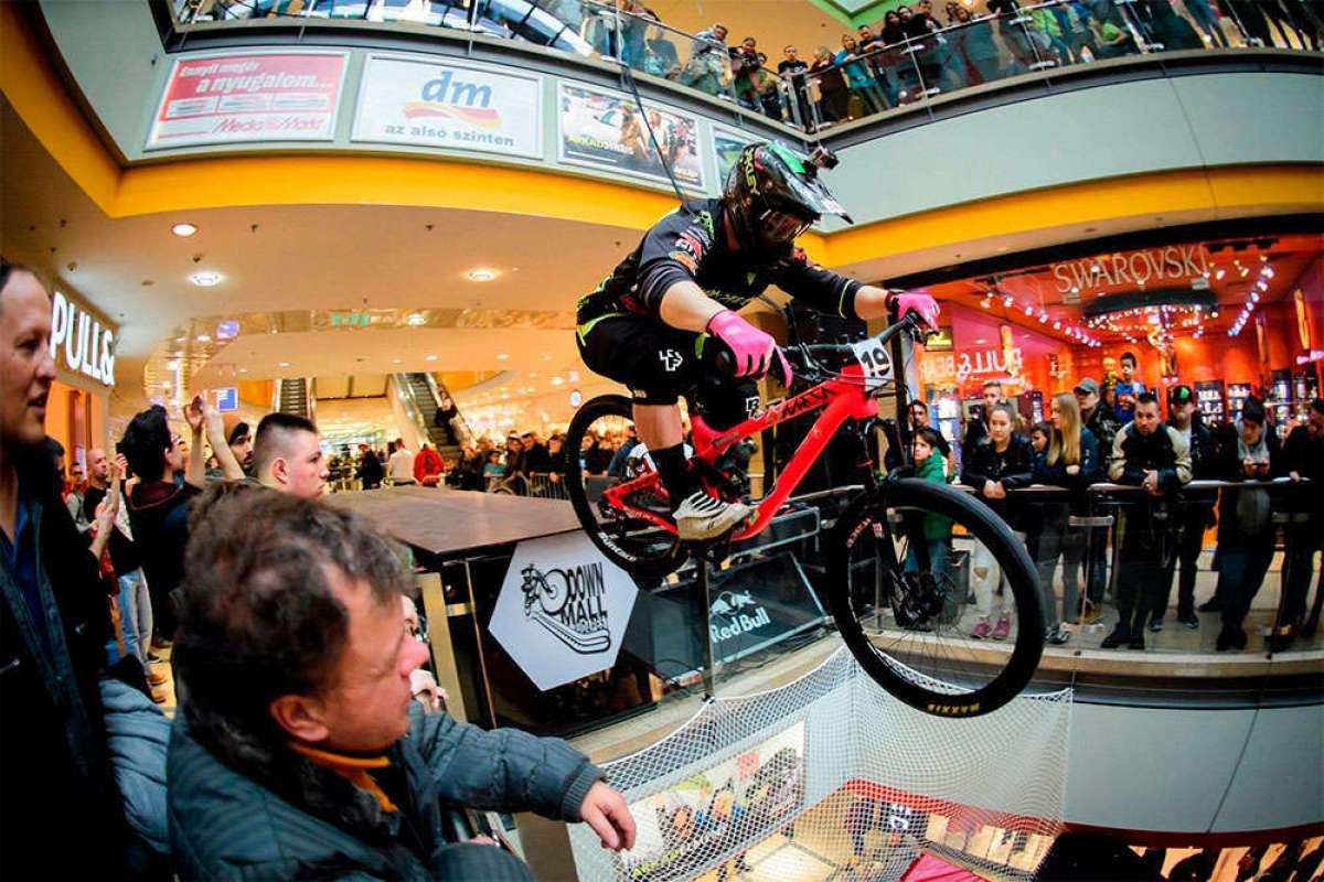 Así fue el Árkád Budapest DownMall 2018, una espectacular prueba de DHI disputada en el interior de un centro comercial