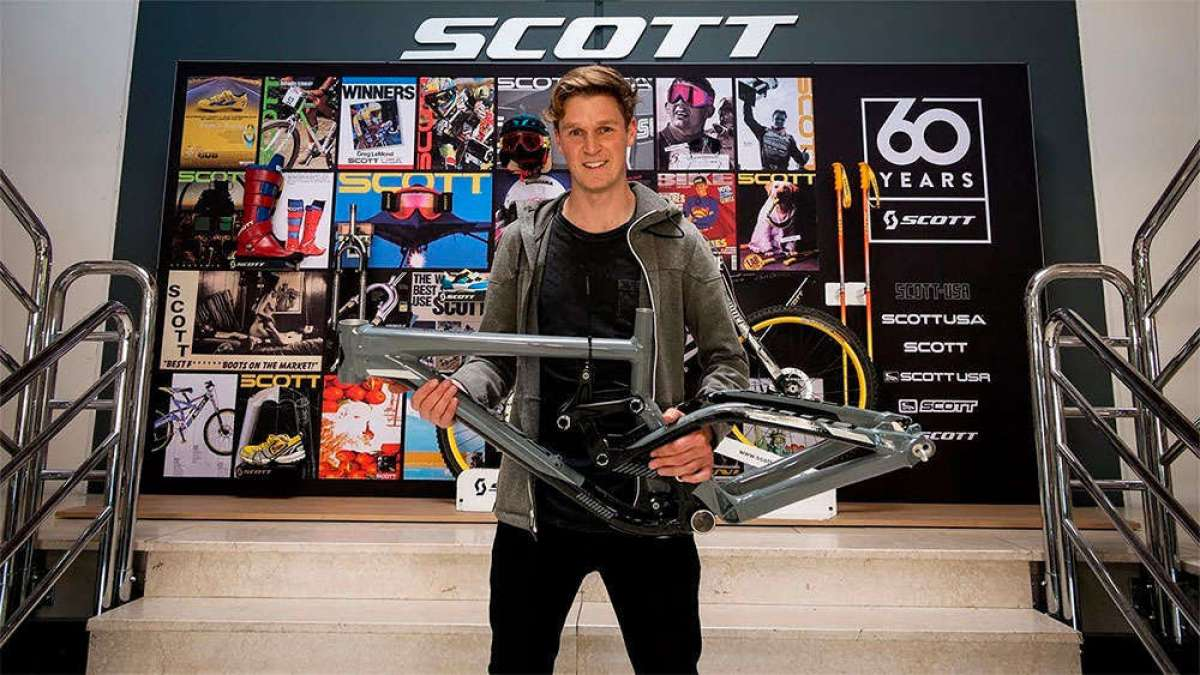 Visitando la factoría de Scott con Scotty Laughland, embajador de la marca