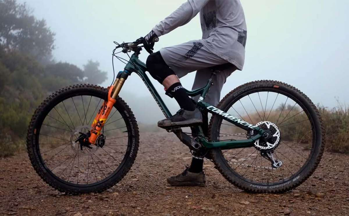 La Commencal META Trail 29 British Edition de 2019 en acción con Hugo Frixtalon