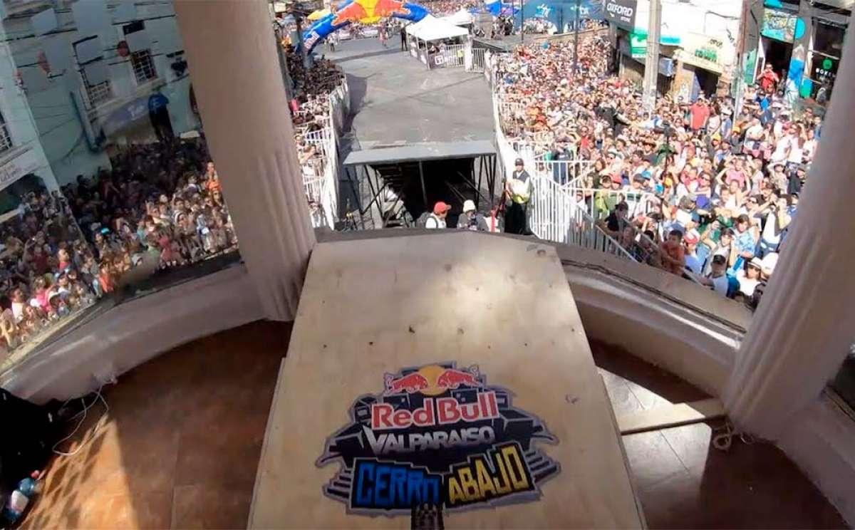 En TodoMountainBike: El descenso de Johannes Fischbach en el Red Bull Valparaíso Cerro Abajo 2019