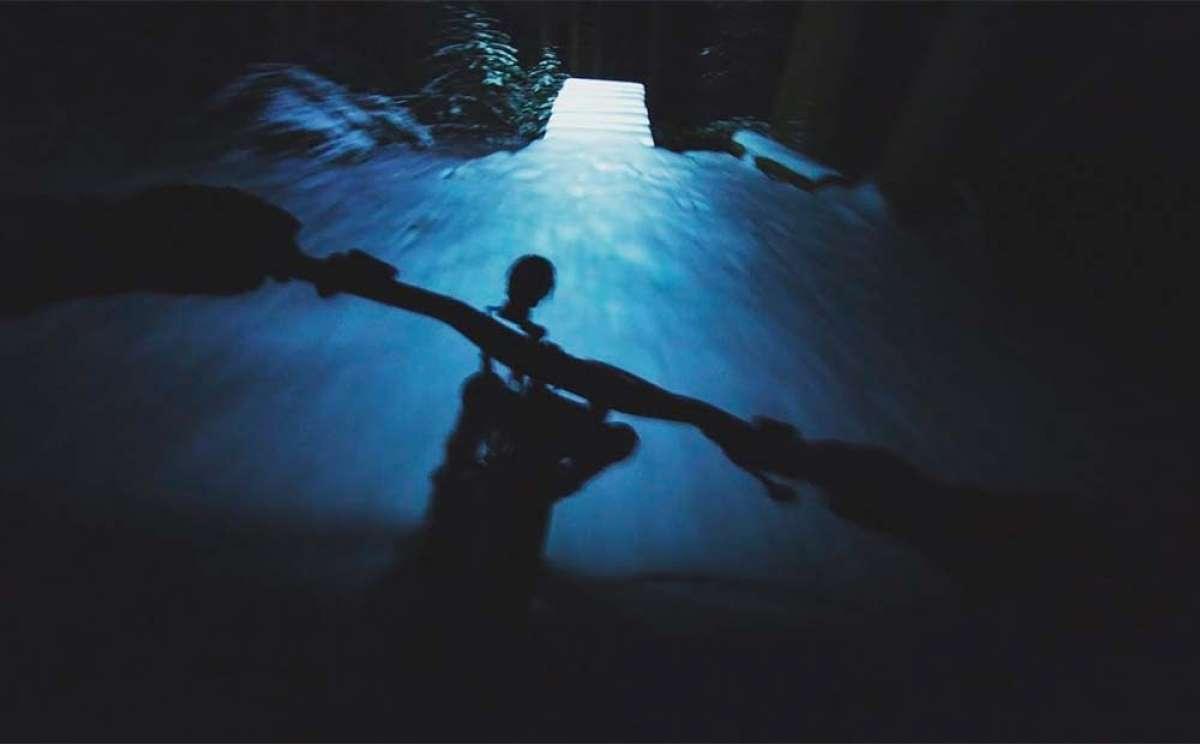 Sesión nocturna de Freeride en la nieve con Vincent Tupin y las luces de Hope