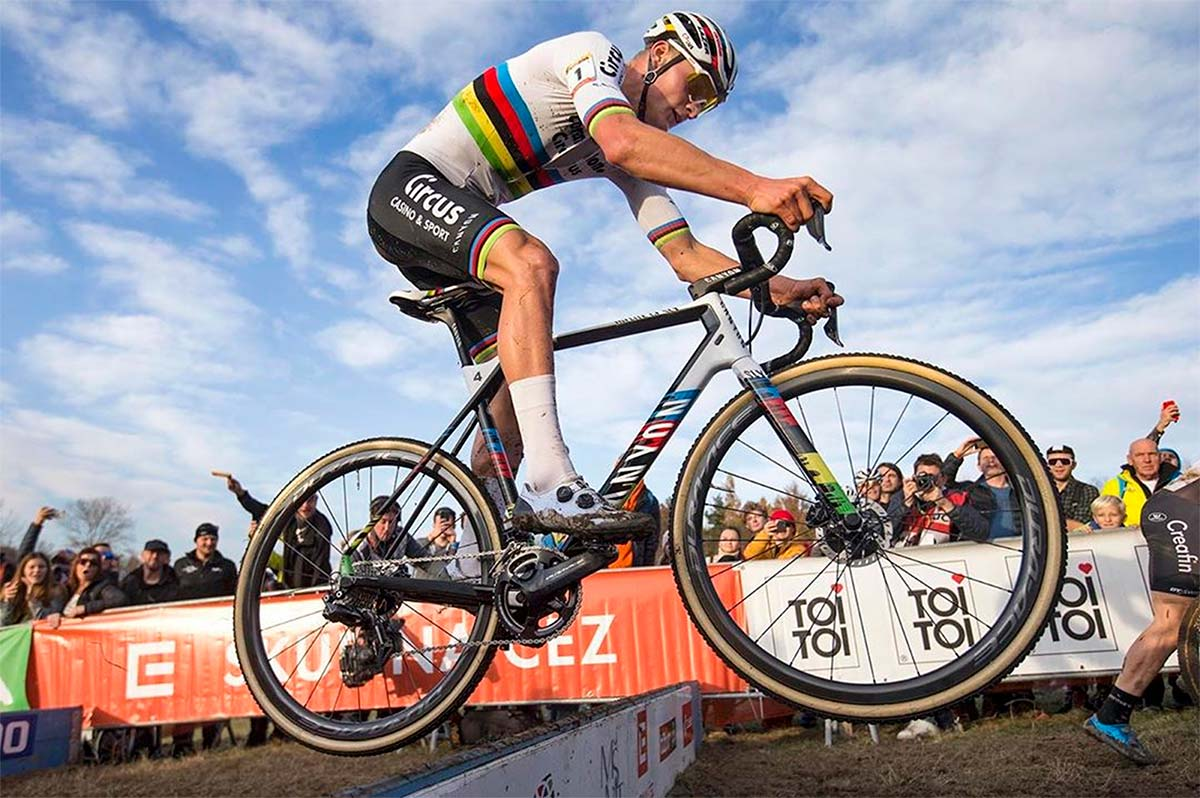 Van der Poel, el ciclista que puede ganar el oro olímpico, la Copa del Mundo de XCO y la Vuelta a España en 2020