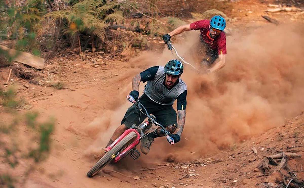 Un mano a mano entre Sam Hill y Kilian Bron, ¿quién es más rápido?