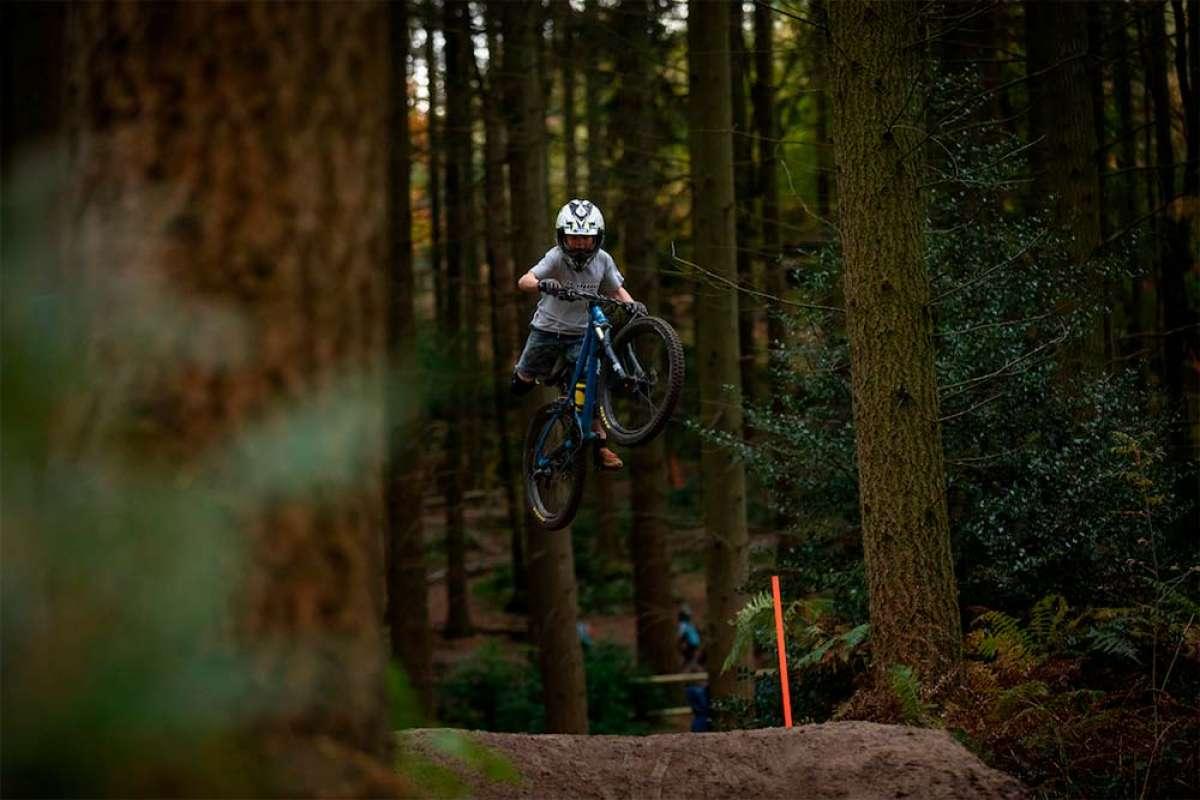 El talento de Harry Schofield, un portento de la bici con solo 8 años de edad
